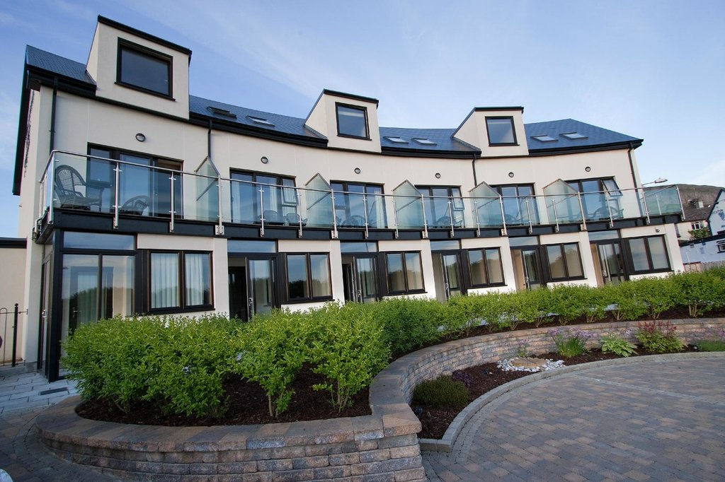 Strandhill Lodge and Suites Hotel