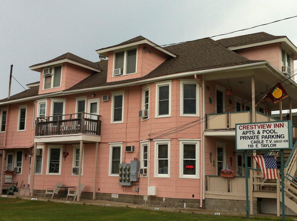 Crestview Inn