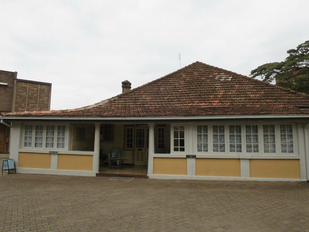 Flora Hostel