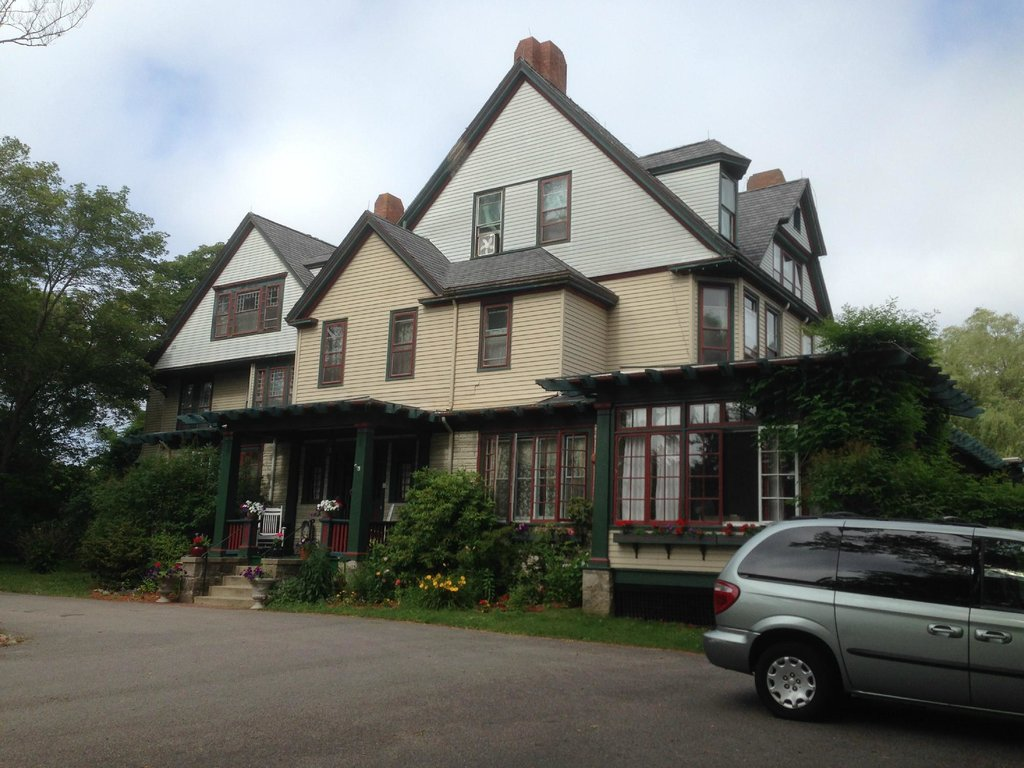 ‪Eden Manor Bed and Breakfast‬