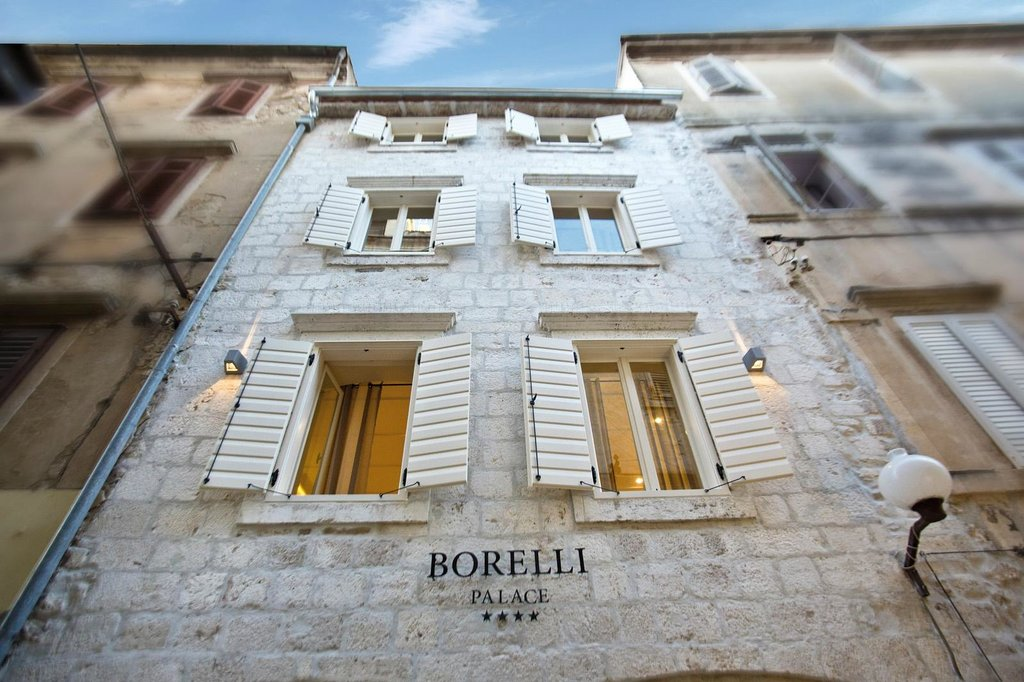 Borelli Palace Apartments