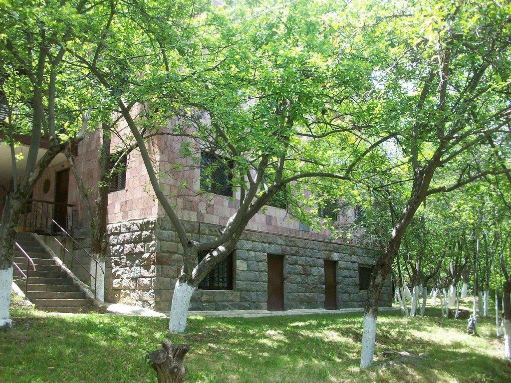 Lanjik Guest House