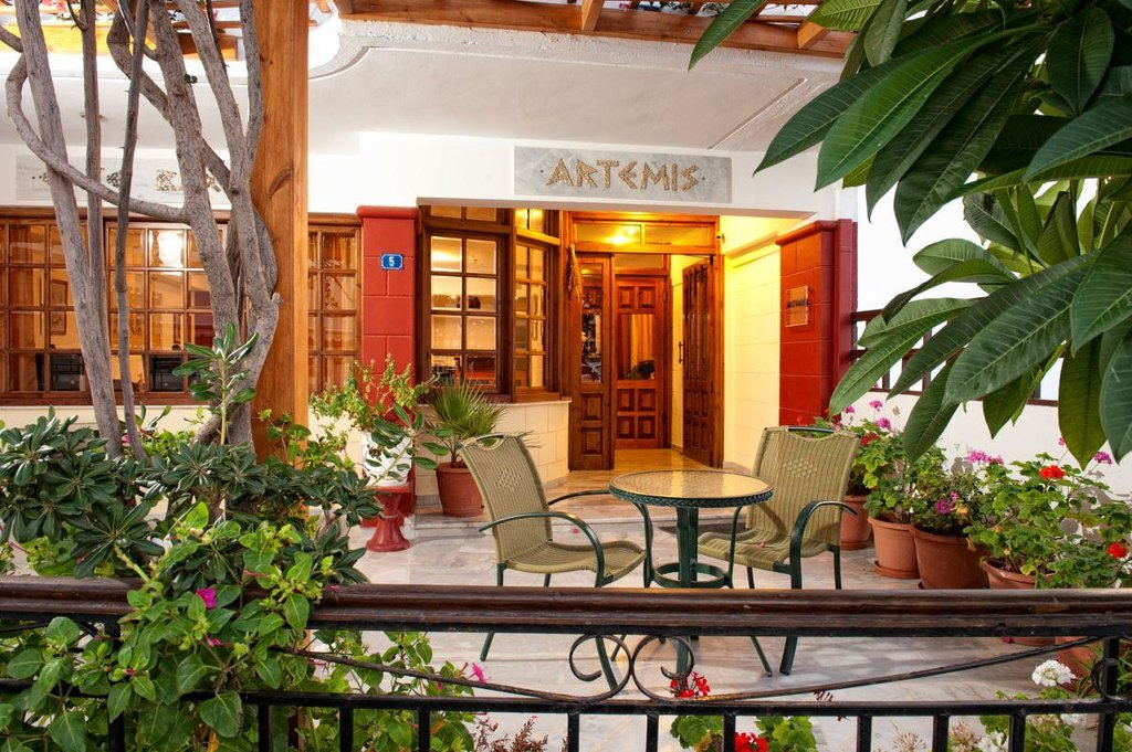 Artemis Hotel & Apartments