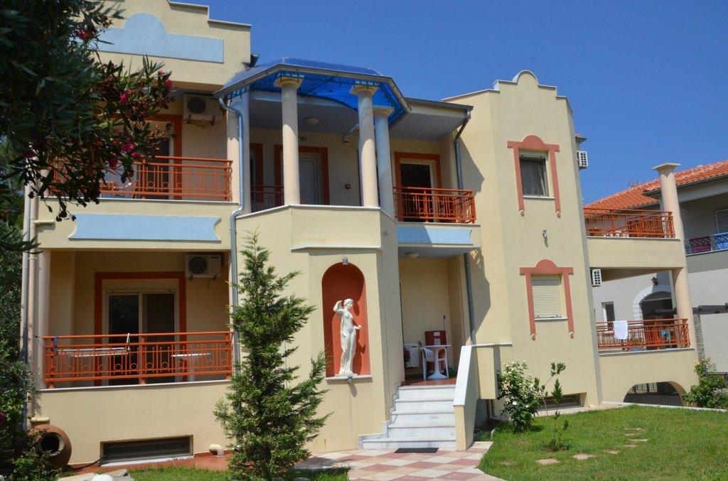 Roxani Apartments