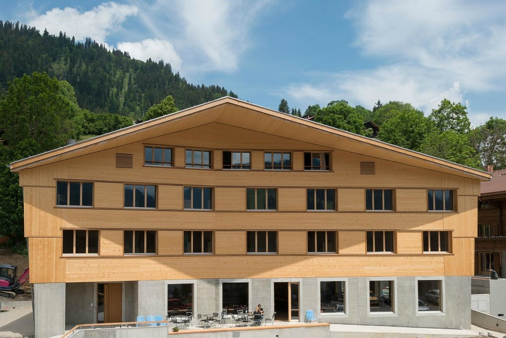 ‪Gstaad Saanenland Youth Hostel‬