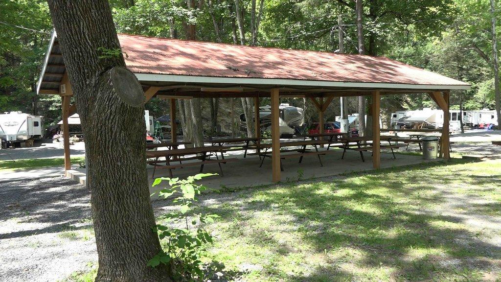 Yogi Bear's Jellystone Park™ at Shangri-La on the Creek