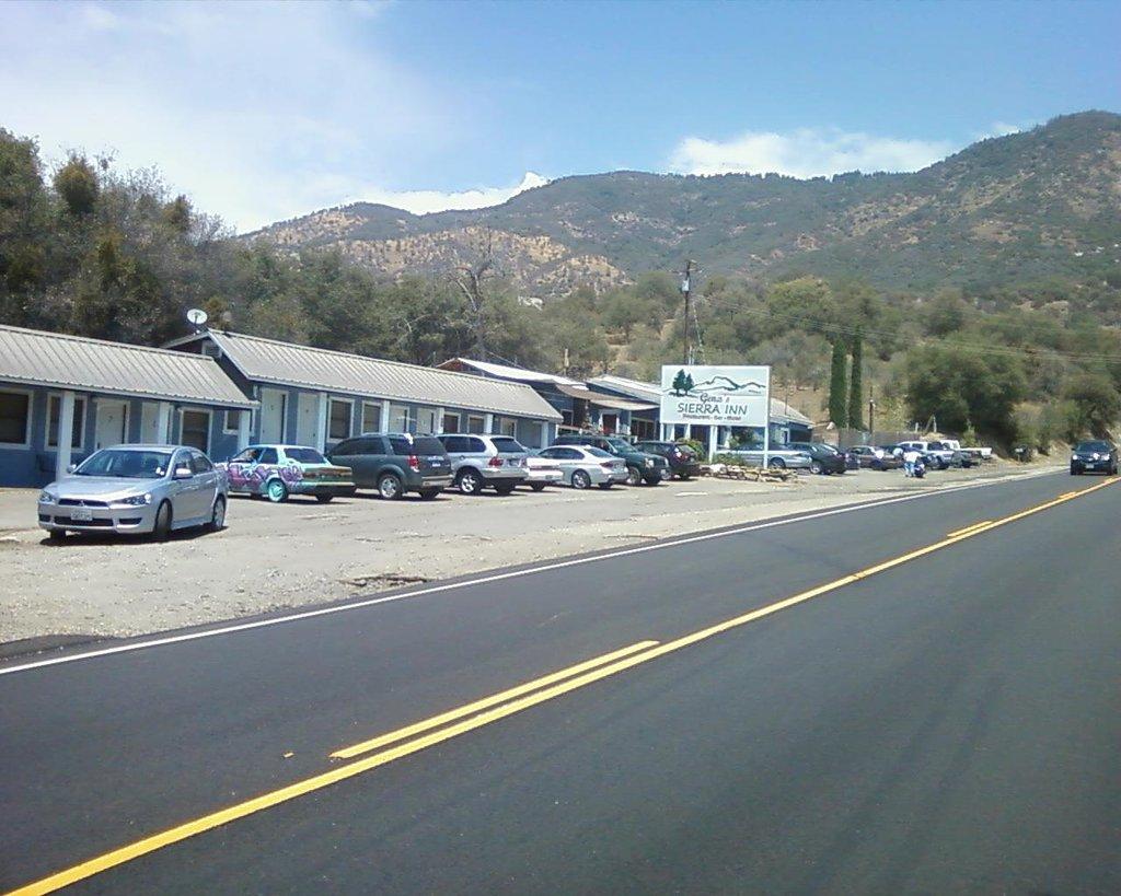 Gena's Sierra Inn