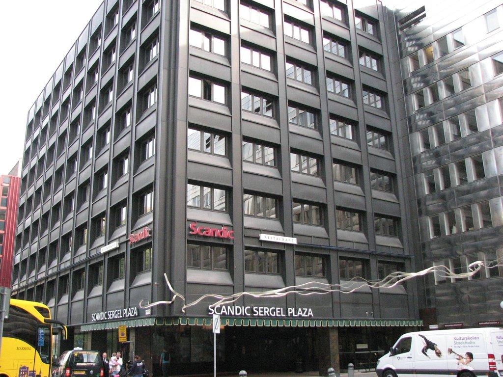 โรงแรมสแคนดิคเซอร์เกลพลาซ่า