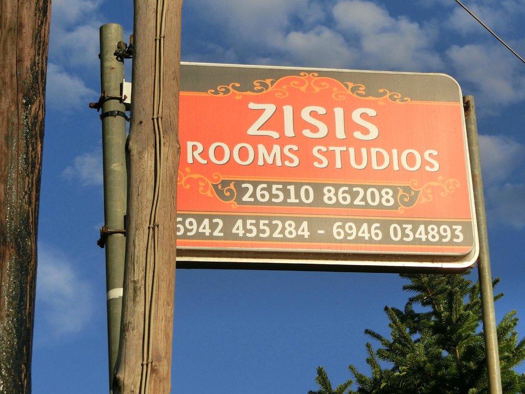 Zisis Rooms