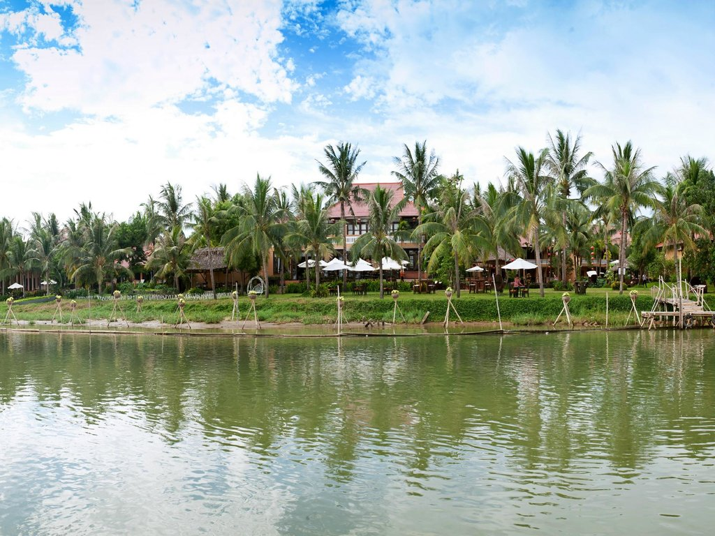 Vinh Hung Riverside Resort