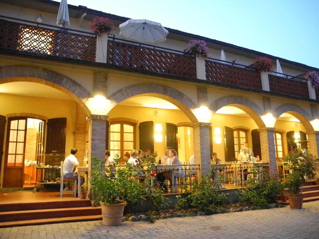 勒那伊爾酒店