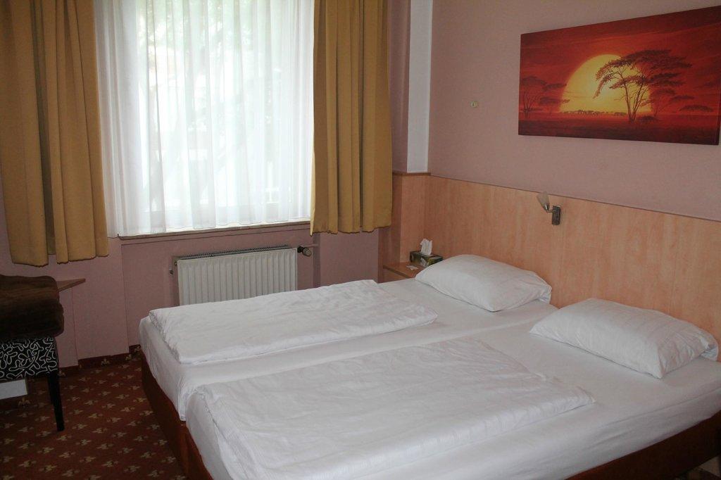 CENTRAL Hotel Dusseldorf