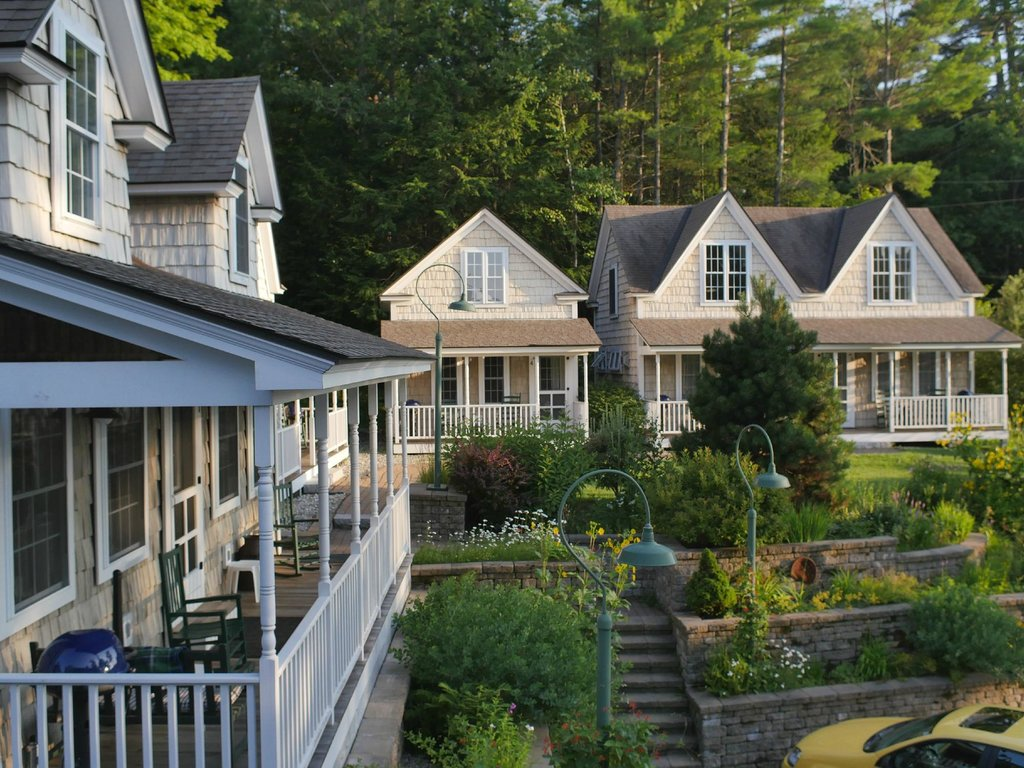 ‪Sunapee Harbor Cottages‬