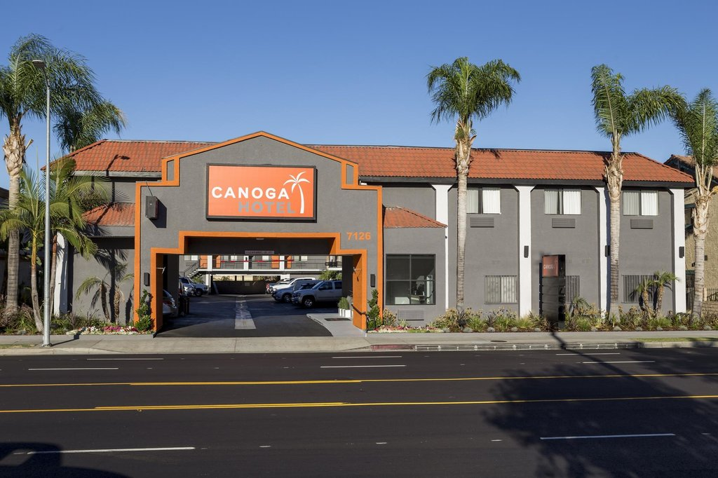 ‪The Canoga Hotel‬