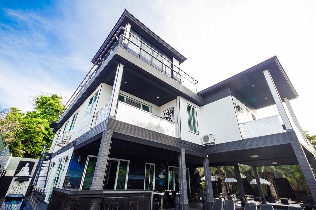Greg's Club Residence