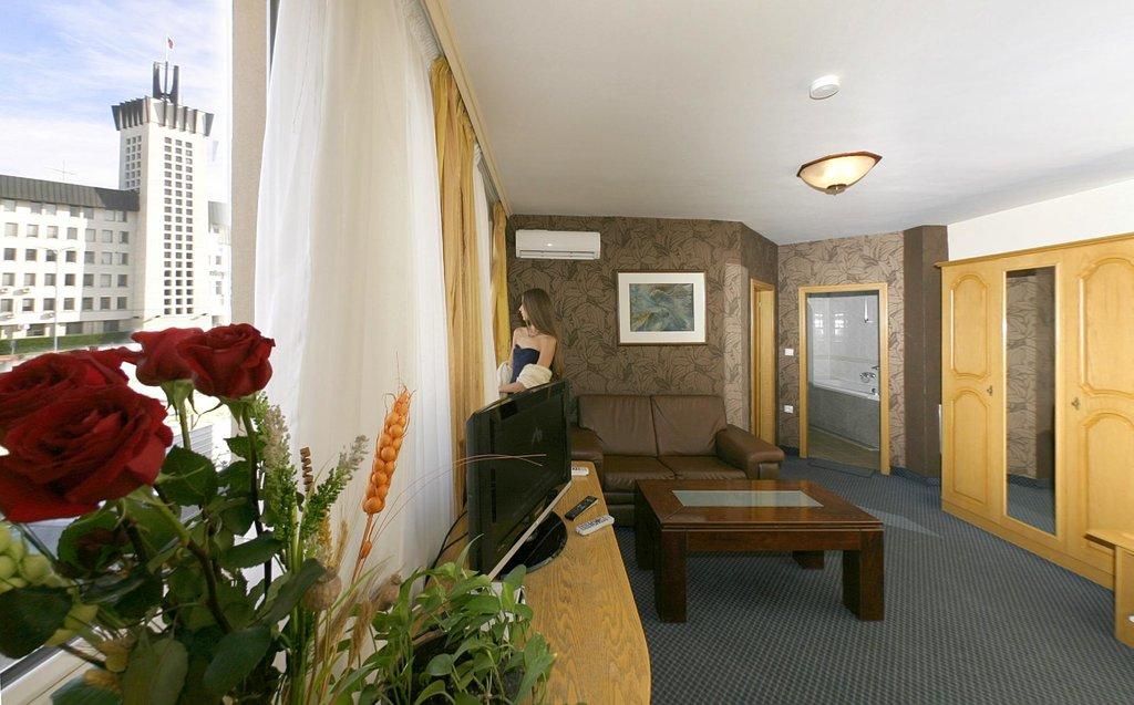 โรงแรมเอเวี่ยน