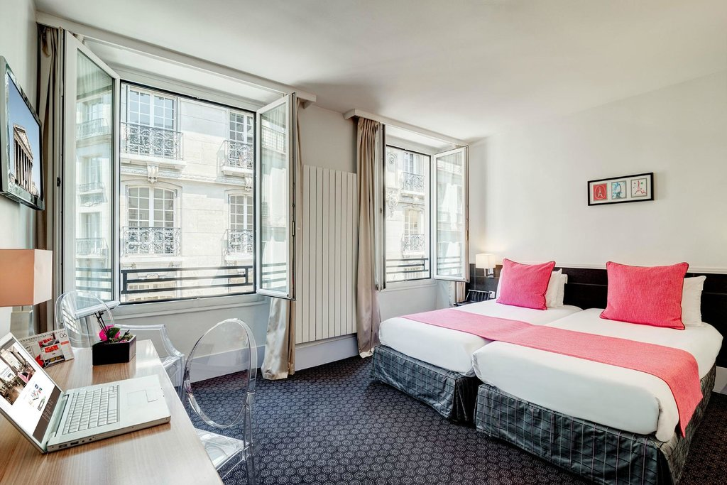 โรงแรมคูมาร์แตง-แอสโตเทล ปาริส