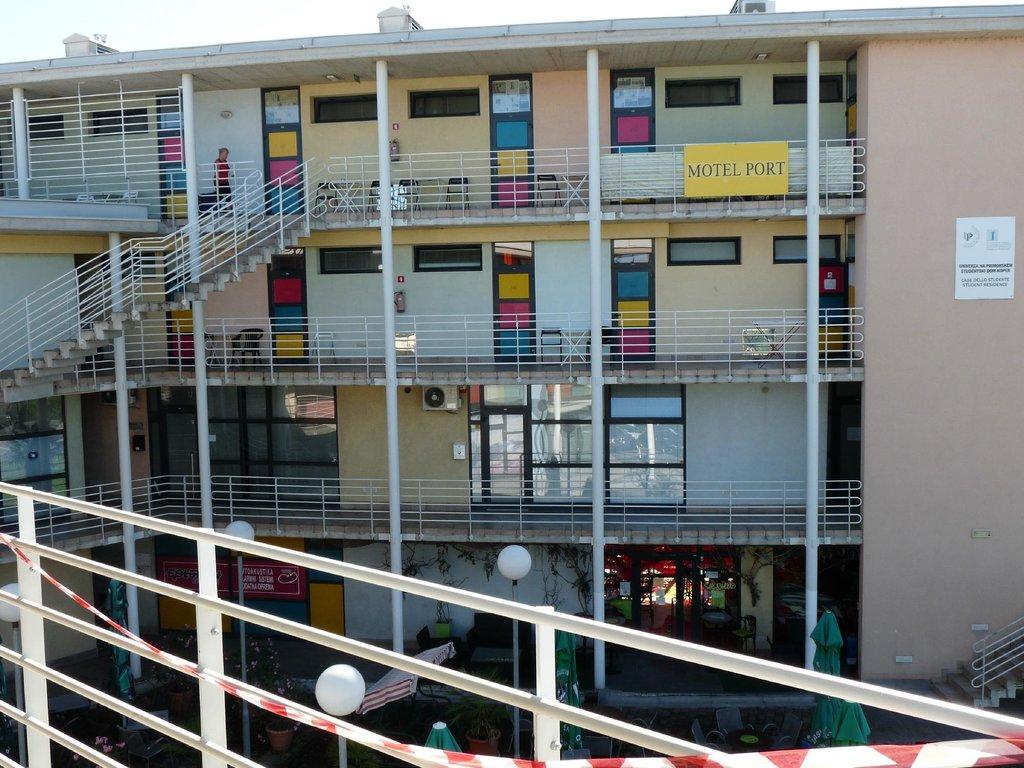 SD Koper Motel Port