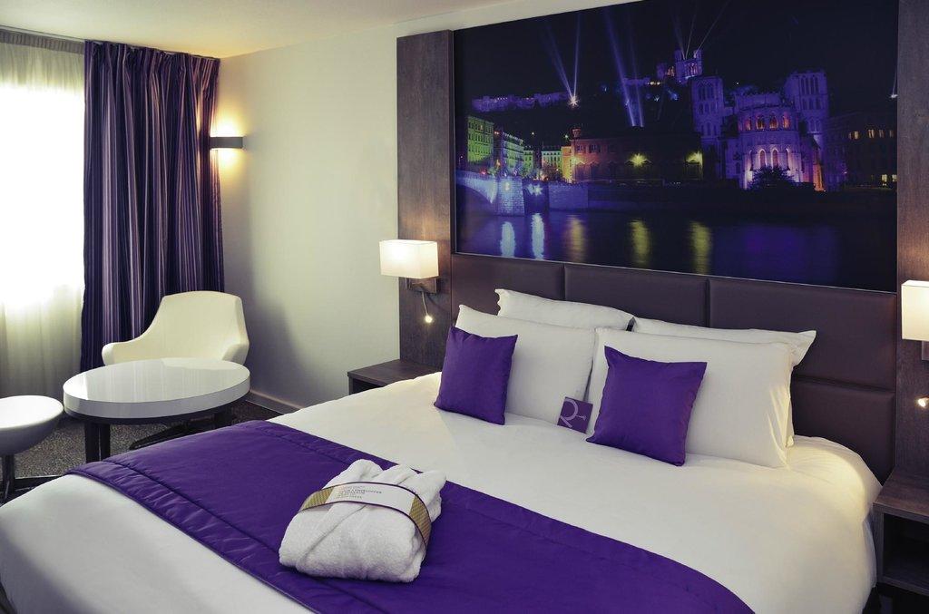 東里昂尚泊內水星酒店