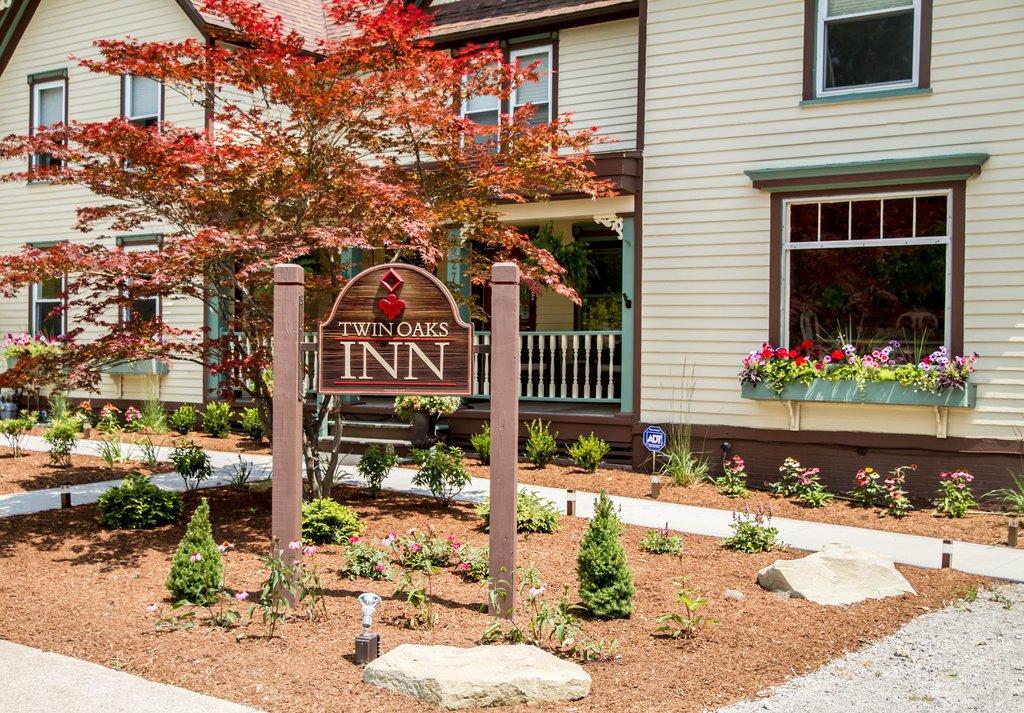 Twin Oaks Inn