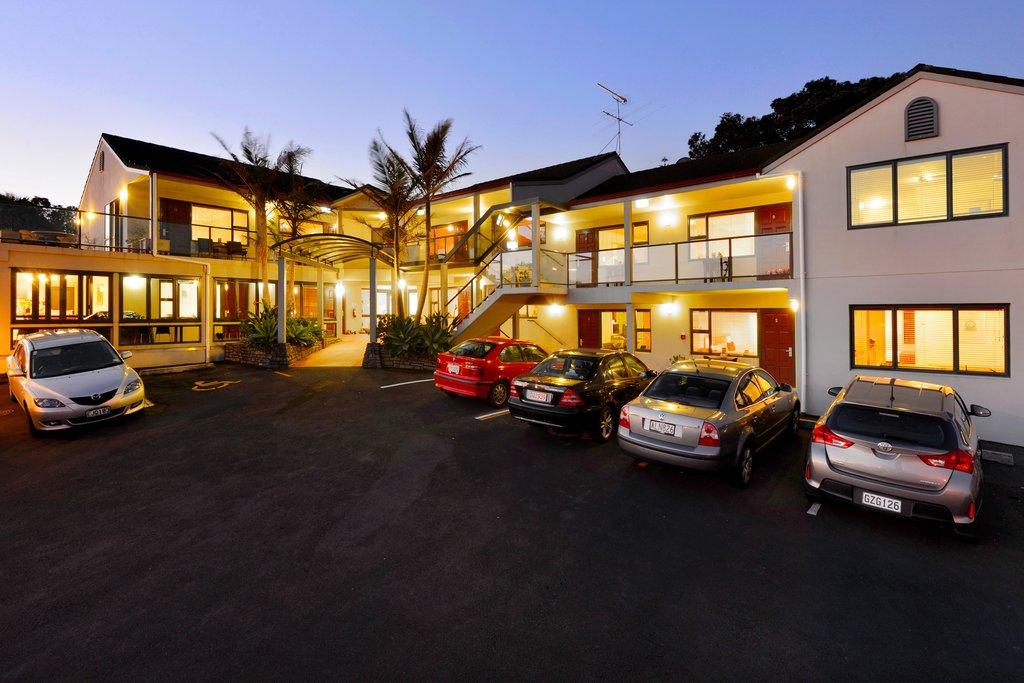 Whangaparaoa Lodge