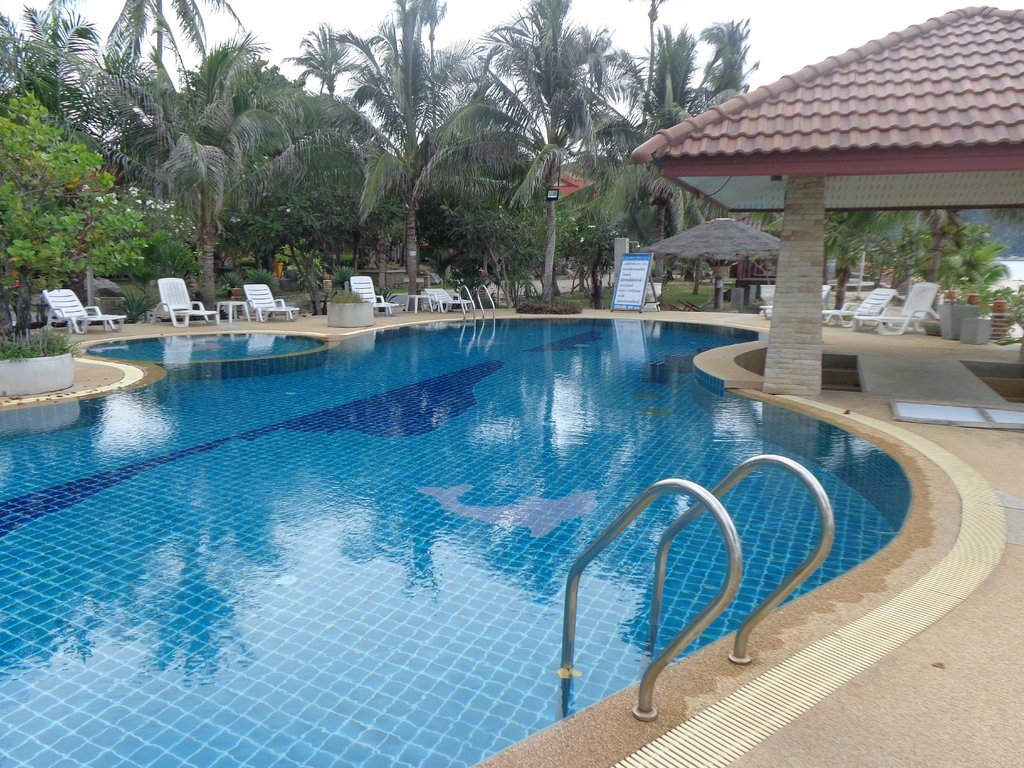 Alongkot Beach Resort