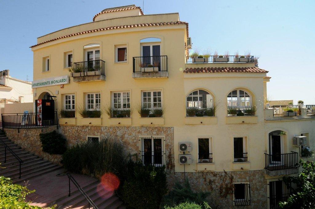 Apartmentos AR Monjardi