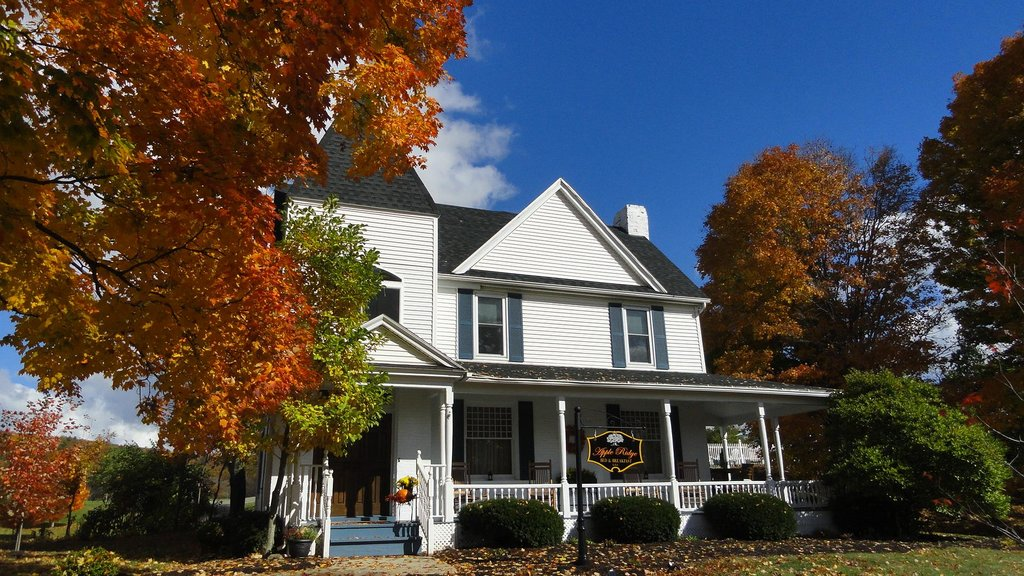 Apple Ridge Bed & Breakfast