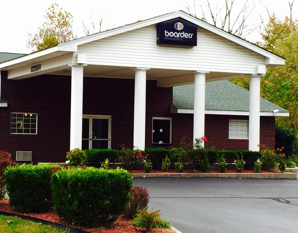 Boarders Inn and Suites Ashland City, TN