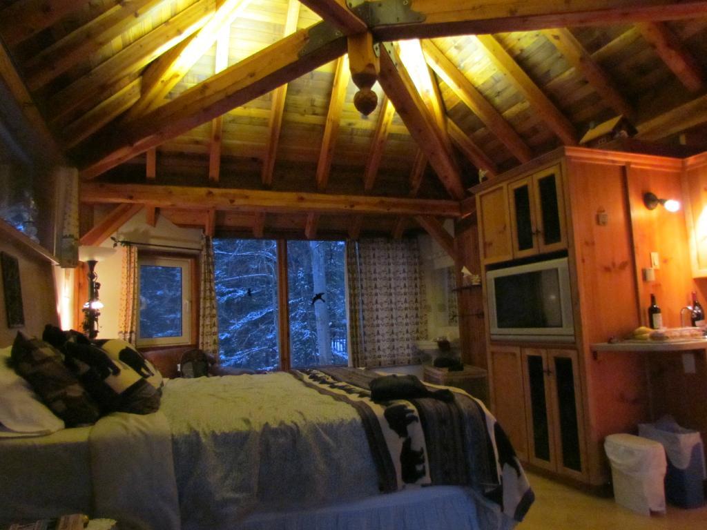 Canadian Artisans Bed & Breakfast