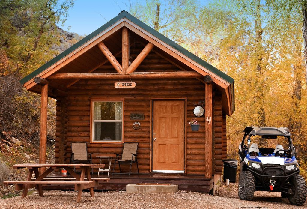 Connie & Greg's Pine Creek Cabins Resort