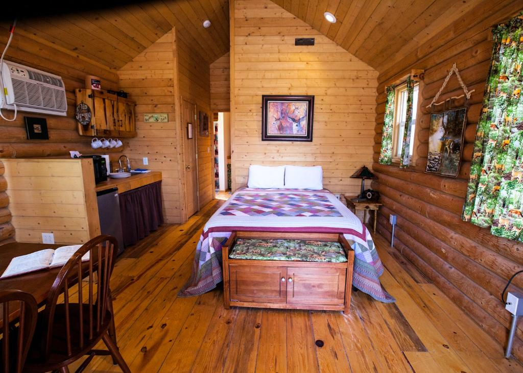 Connie & Greg's Pine Creek Cabins Resort