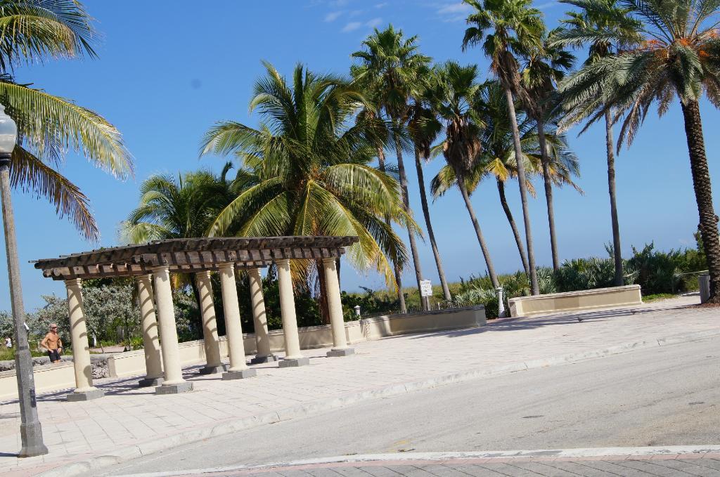 Days Resort Oceanfront Miami Beach N