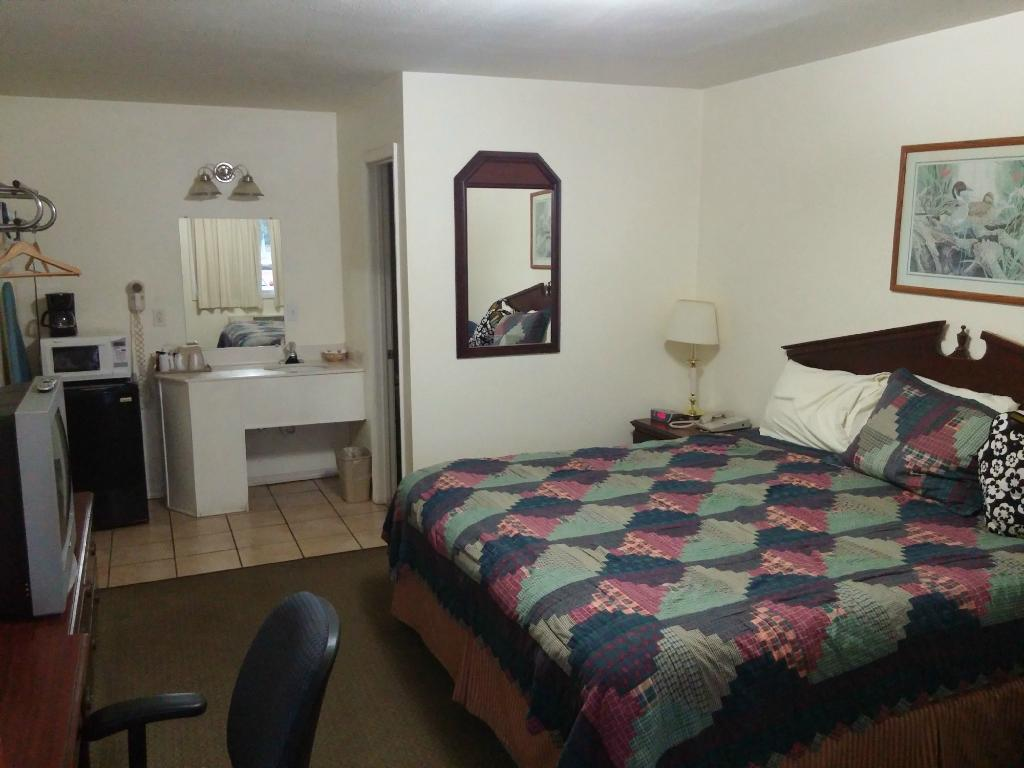 Ozark Inn & Suites