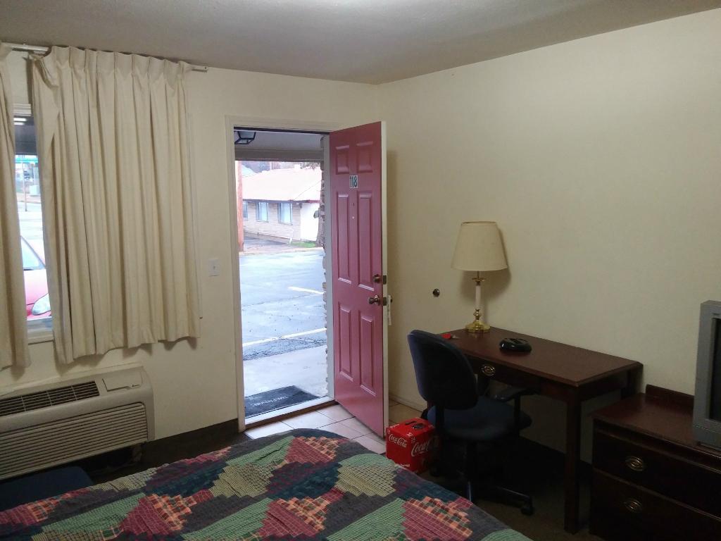 Ozark Inn & Suites