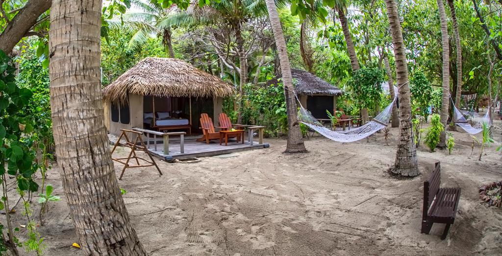 Barefoot Manta Island