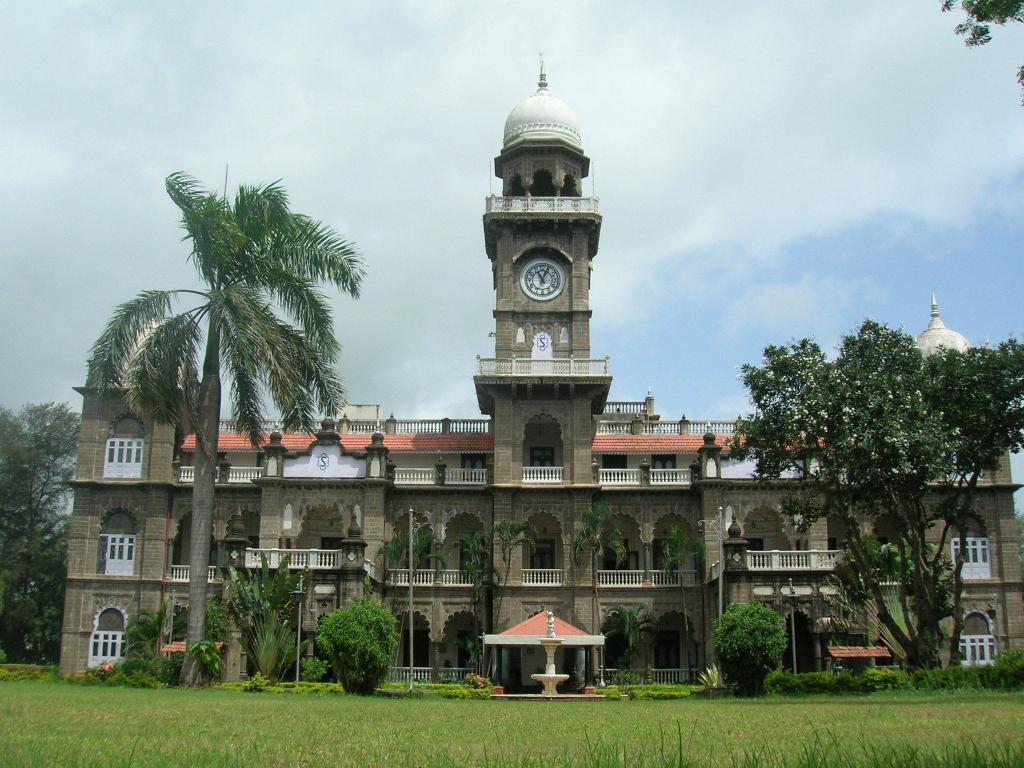 Shalini Palace Hotel