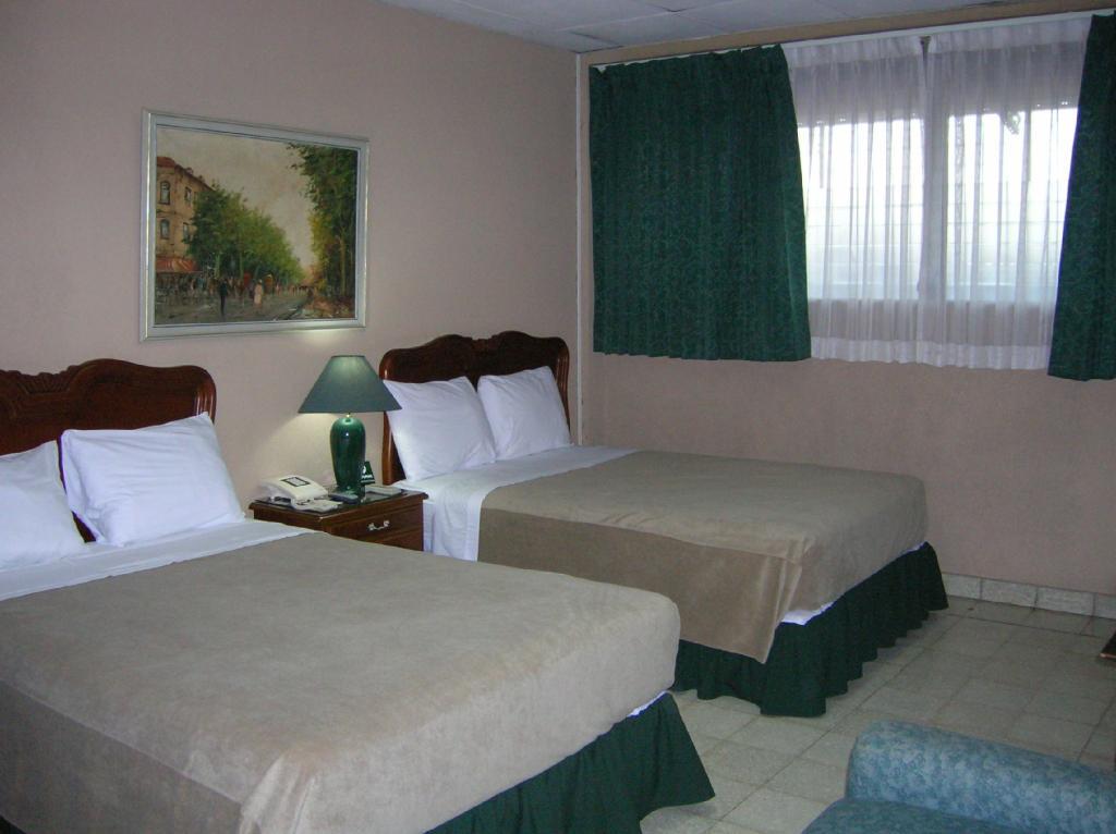 Mariscal Hotel & Suites