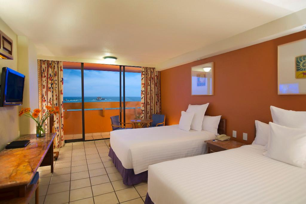 Hotel Barcelo Ixtapa Beach Resort