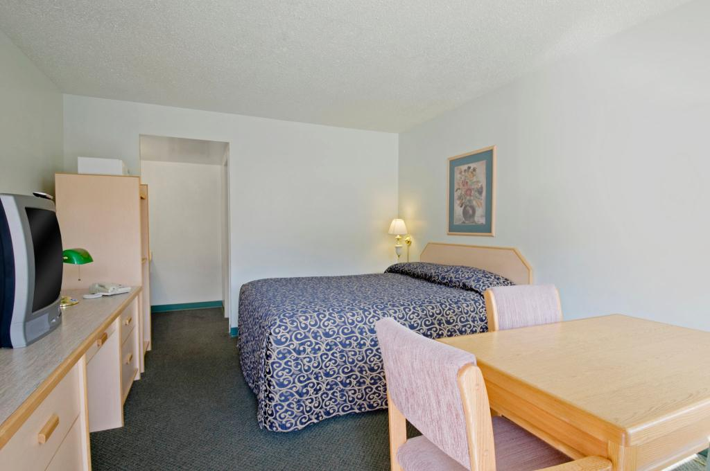 Canadas Best Value Inn & Suites-Desert Motel