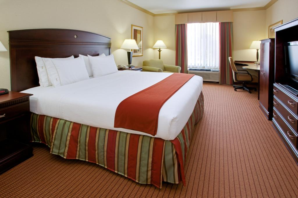 Holiday Inn Express Hotel & Suites Wharton