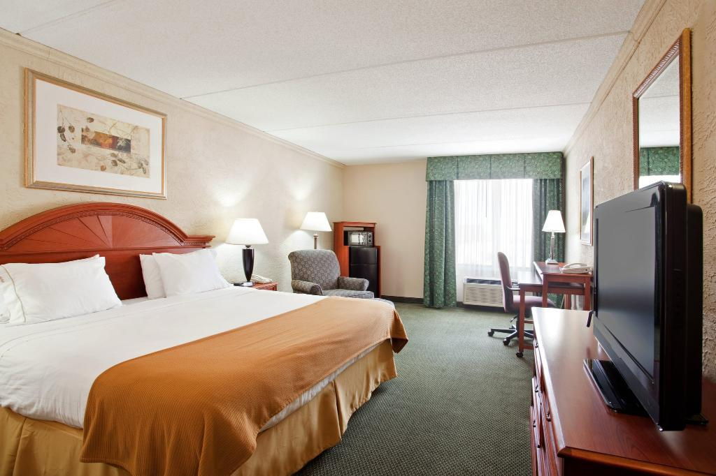 Holiday Inn Express Racine (I-94 @ Exit 333)
