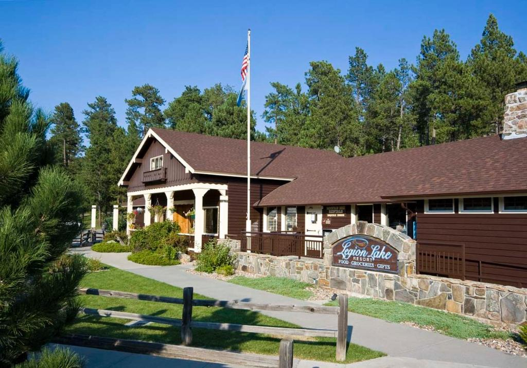 ‪Legion Lake Resort‬