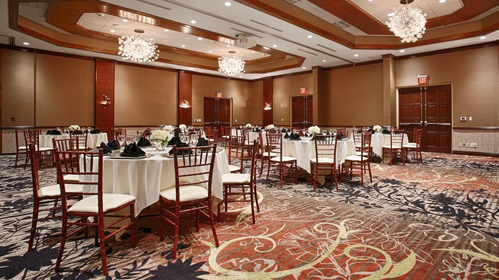 BEST WESTERN PREMIER Waterfront Hotel & Convention Center