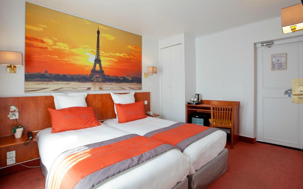 Alyss Saphir Cambronne Eiffel