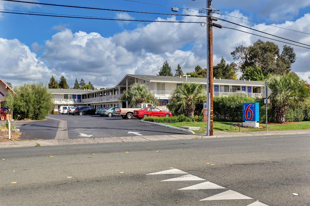 南加州聖羅莎 6 號汽車旅館