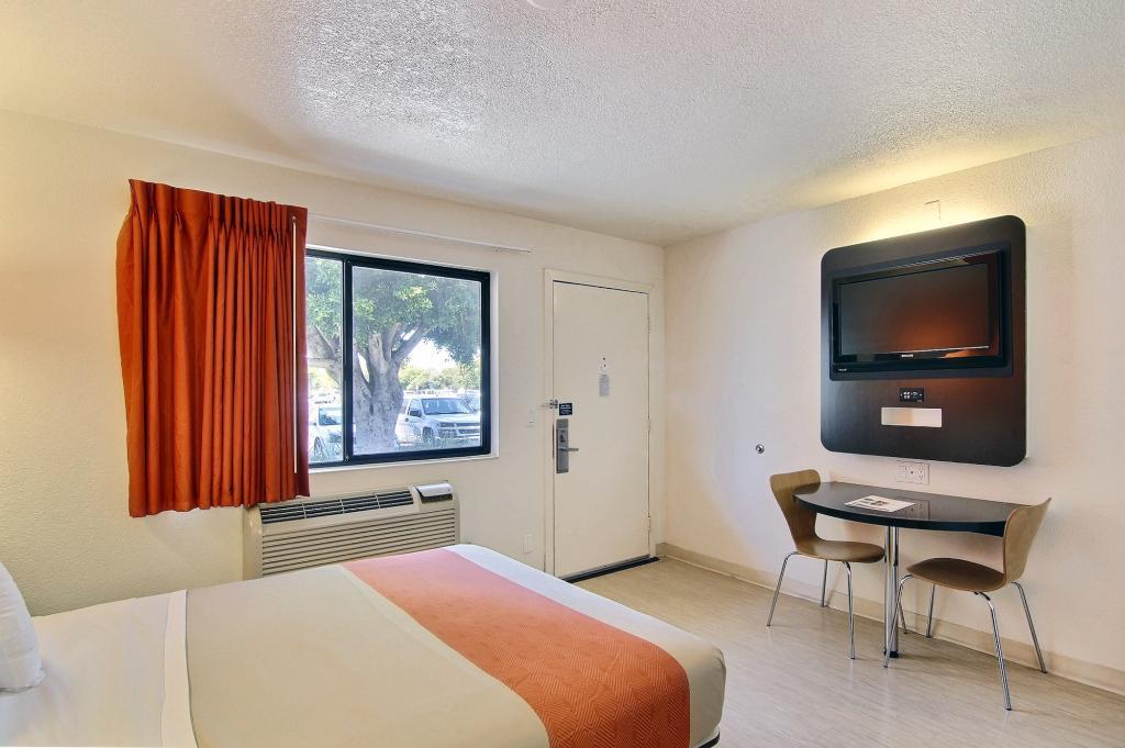 모텔 6 산타 바바라 - 골레타