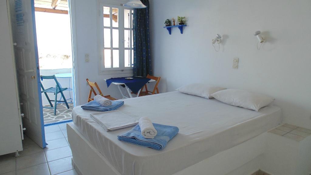 Beach House - Folegandros, Studios & Apartments