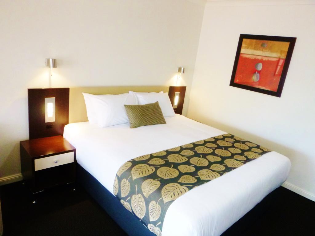 BEST WESTERN PLUS Charles Sturt Suites & Apartments