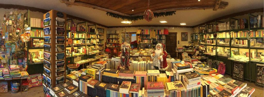 Montagne di Carta - Caffè Libreria e Sala da Tè